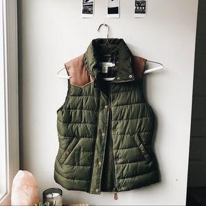 ☾ green puffer vest ☾